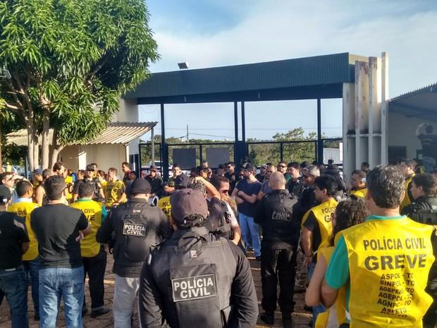Policiais em greve estão em frente a CPP de Palmas (Foto: Divulgação/ Comando de greve)