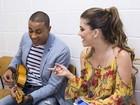 Clima de tensão? Participantes disfarçam nervosismo com música e diversão