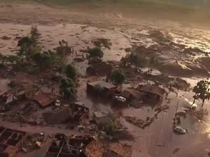 Barragem se rompe e enxurrada de lama destrói distrito de Mariana (Foto: Reprodução/ Rede Globo)