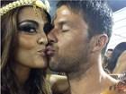 'Selfucaí': famosos postam fotos direto do sambódromo do Rio