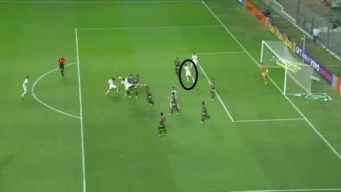 Romero se posiciona entre os zagueiros e aguarda desvio para fazer gol no Corinthians (Foto: Reprodução/TV Globo)