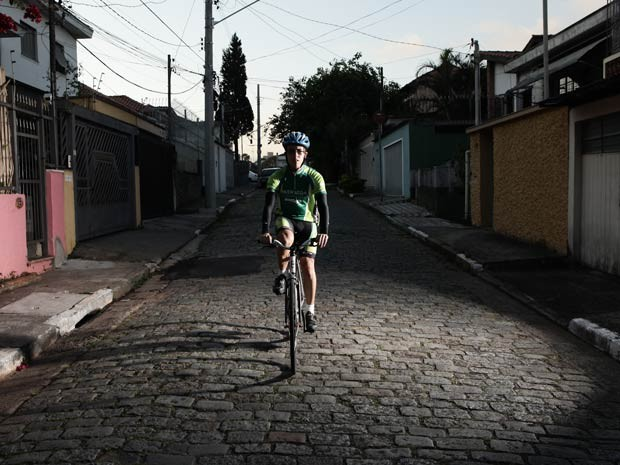 Ciclista Giovane Barros vai encarar desafio de 1 mil km  (Foto: Caio Kenji/G1)