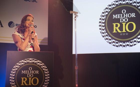 A atriz Alexandra Richter foi a apresentadora da noite  (Foto: Felipe O'neil/Época)