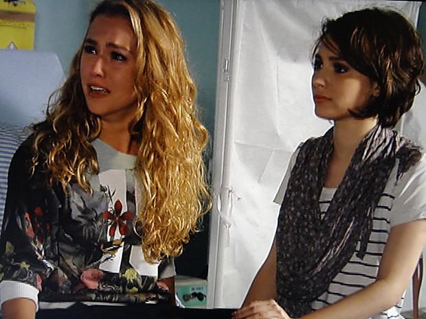 Meg esconde a verdade de Vera e Ronaldo por medo (Foto: Malhação / TV Globo)