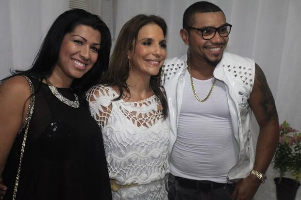 Ivete Sangalo com Ellen Cardoso, a Mulher Moranguinho, e Naldo em Salvador, na Bahia (Foto: Fred Pontes/ Divulgação)
