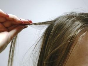 Resultado de imagem para arrancam o próprio cabelo