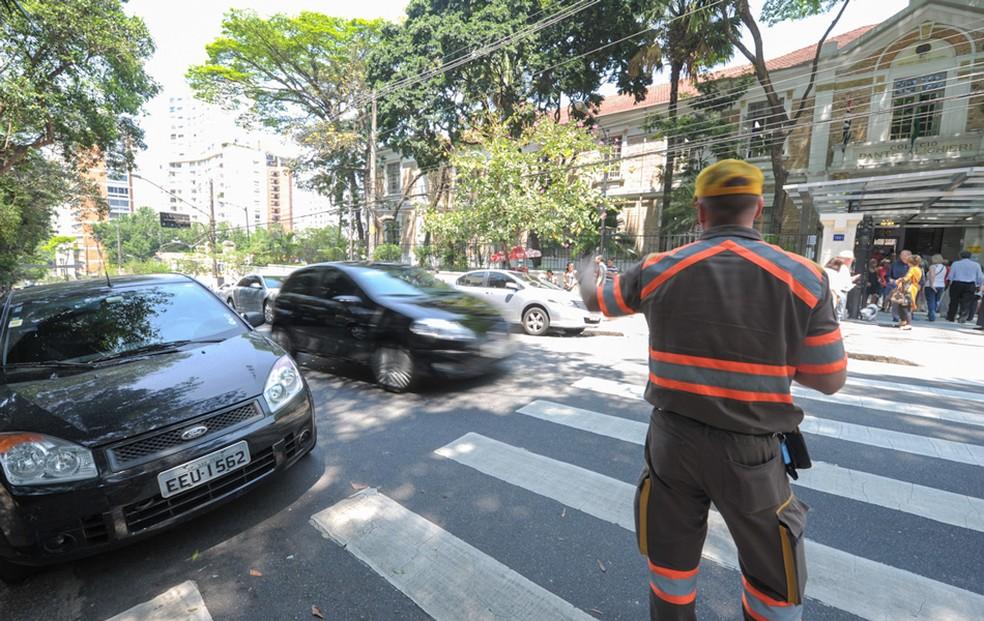 Multa poderá ser eviatada caso o agente de trânsito possa consultar informações pelo banco de dados oficial (Foto: Flávio Moraes/G1)