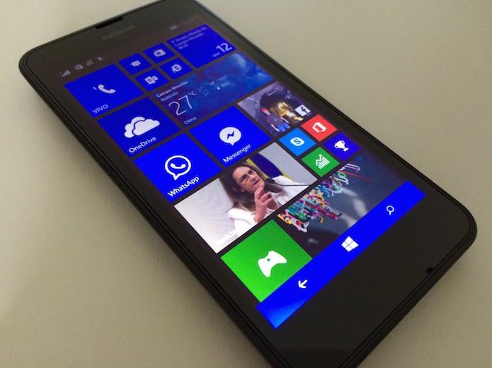 Windows Phone com a barra de navegação colorida (Foto: Reprodução/Helito Bijora)