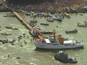 Cerca de 500 embarcações seguem Nossa Senhora de Nazaré pela Baía do Guajará. (Foto: Reprodução/TV Liberal)