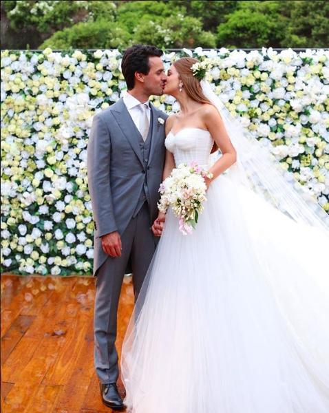 O beijo dos noivos, Marina Ruy Barbosa e Xandy Negrão (Foto: Reprodução/Instagram)