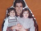 Kim Kardashiam relembra a infância postando foto com o pai e a irmã