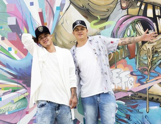 Os Mc`s Jhowzinho e Kadinho são os donos da música que é o hit do verão (Foto: Gustavo Bax)