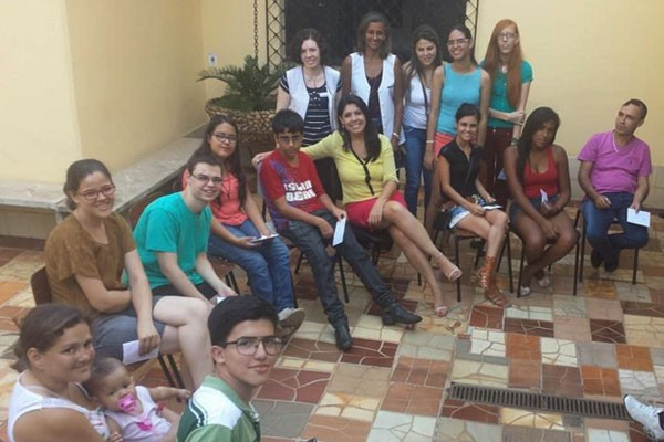 Vanessa Carlos visitou a Fundação Pró-Luz em Uberlândia (Foto: Arquivo Pessoal)