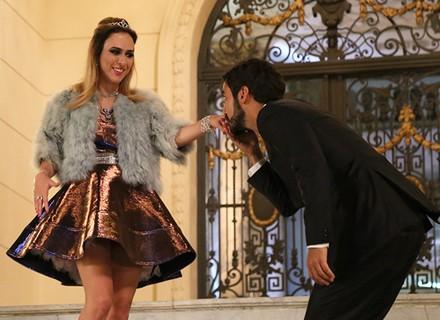 Leozinho impressiona Fedora ao chegar na mansão dos Abdala