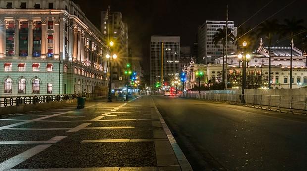 A cidade de São Paulo, motor financeiro do país, ocupa a 2ª posição do estudo. O empreendedor gasta 36 dias para abrir uma empresa, e o município tem o maior PIB do país (R$ 477 bilhões) e voos para todas as partes do mundo.  (Foto: WikiCommons)