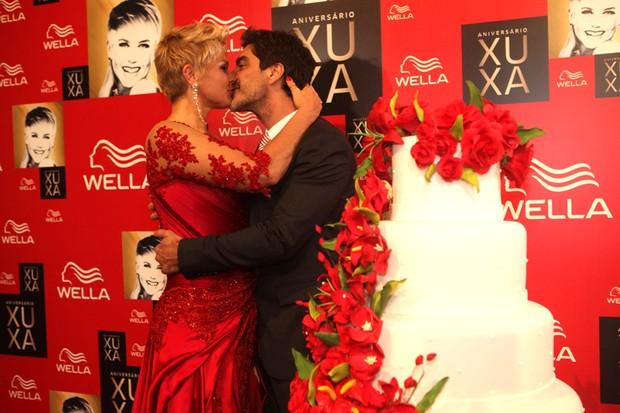Xuxa e Junno (Foto: Iwi Onodera/ EGO)