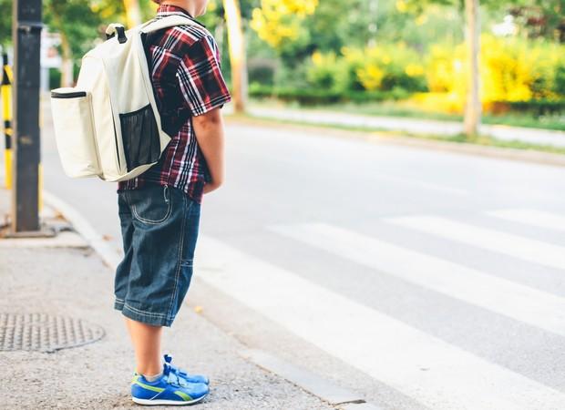 Atravessar a rua sozinho (Foto: Thinkstock)
