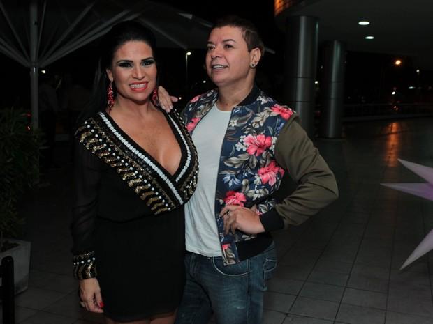 Solange Gomes comemora aniversário com David Brazil em restaurante na Zona Oeste do Rio (Foto: Marcello Sá Barretto/ Ag. News)