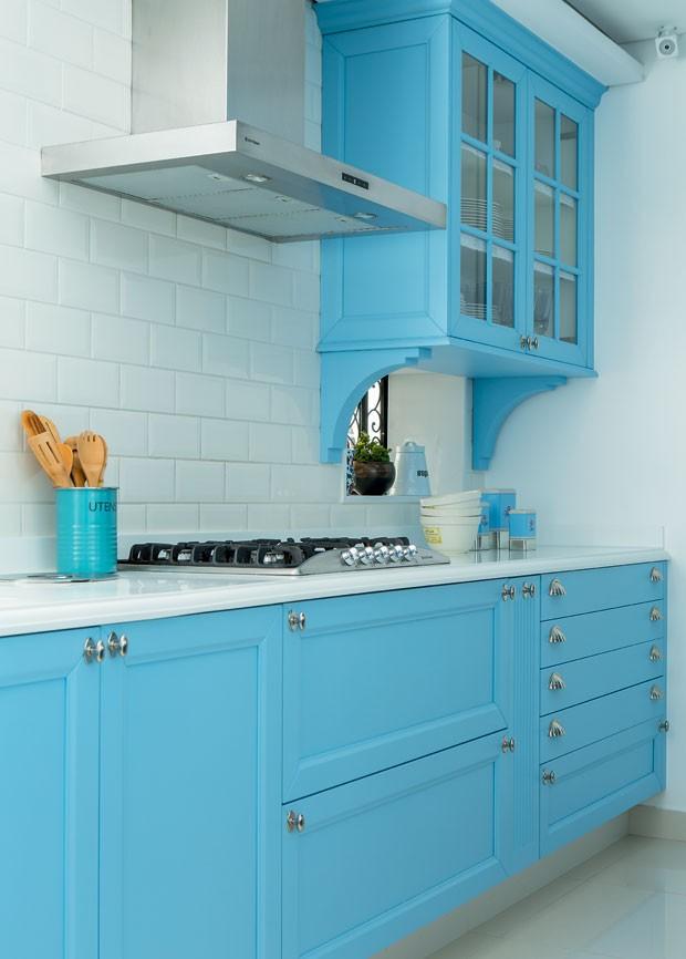 cozinha-azul-arquiteta-paula-gambier-armarios-planejados (Foto: Edu Castello/Editora Globo)
