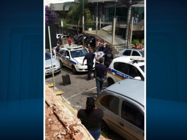 Adolescente foi apreendido pela Guarda Municipal após roubar malote em Varginha (Foto: Reprodução EPTV)