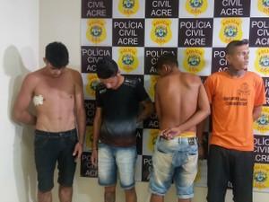 Homens foram presos durante reunião para praticar crimes (Foto: Iryá Rodrigues/G1)