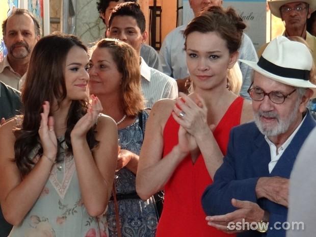 Helena, Luiza e Benjamin se comovem com as palavras de Virgílio (Foto: Em Família/TV Globo)