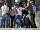 Polícia de Israel entra em choque com palestinos durante ato em Jerusalém