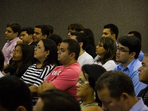 Júri da morte de PC Farias atrai estudantes de Direito ao Fórum de Maceió (Foto: Jonathan Lins/G1)