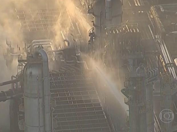 Fogo foi controlado por volta das 18h e estava em fase de resfriamento (Foto: Reprodução/TV Globo)