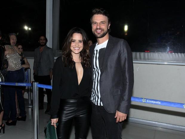 Fernanda Vasconcellos e Cássio Reis em pré-estreia de filme na Zona Sul do Rio (Foto: Alex Palarea/ Ag. News)