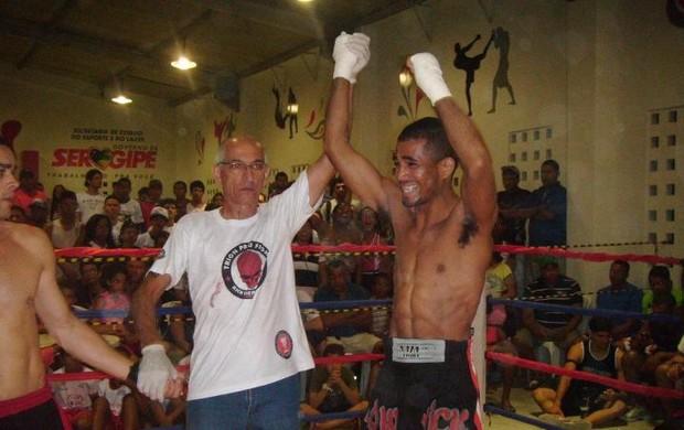 Ícaro Avelino faturou o cinturão do 7º Tornado de Kick Boxing (Foto: Arquivo Pessoal)