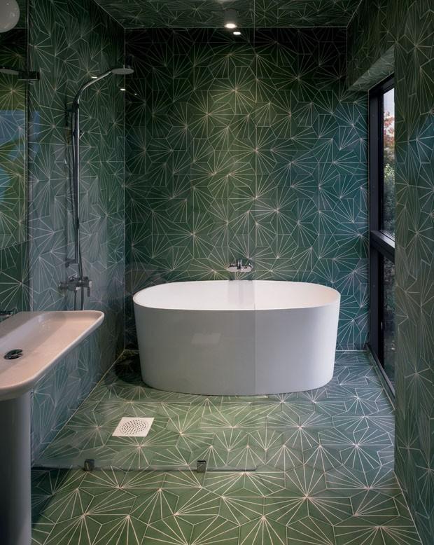 Décor do dia: banheiro verde e geométrico (Foto: Reprodução)