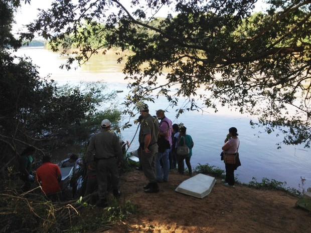 Corpo foi achado no Rio Jacuí no RS (Foto: Bruna Taschetto/RBS TV)