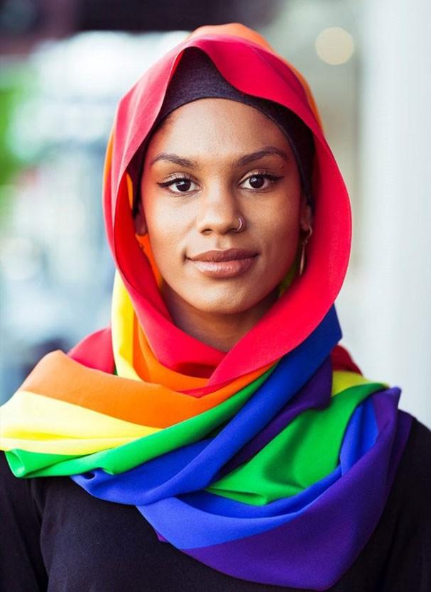 Hijab com as cores do arco-íris criada pela Moga (Foto: Reprodução/Facebook)