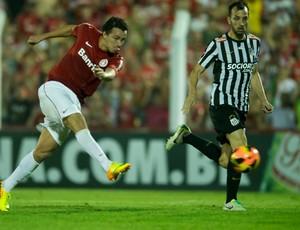 Damião em confronto contra o Santos (Foto: Alexandre Lops / Inter, DVG)