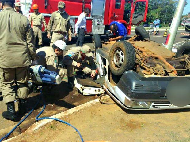 Acidente ocorreu na avenida Martins Coelho (Foto: Graziela Rezende/G1 MS)