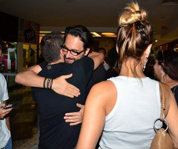 Rodrigo Santoro e fãs (Foto: AgNews)
