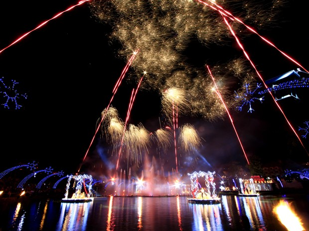 Fogos de artifício embelezam o céu de Gramado (Foto: Cleiton Thiele/SerraPress)