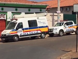 Operação Gaeco e Polícia Militar em Paracatu (Foto: Glauber Cesar)