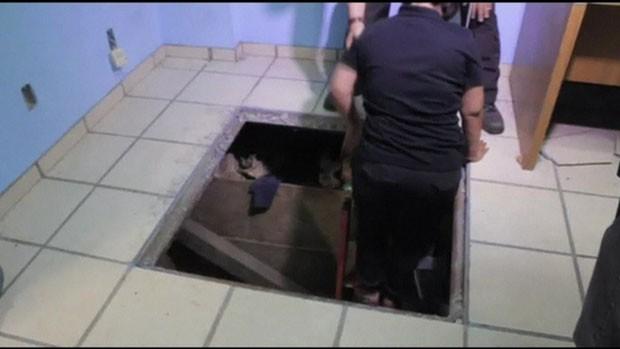 Túnel tem 123 metros de comprimento e seis metros de profundidade, além de trilhos, luz e ventilação (Foto: BBC)