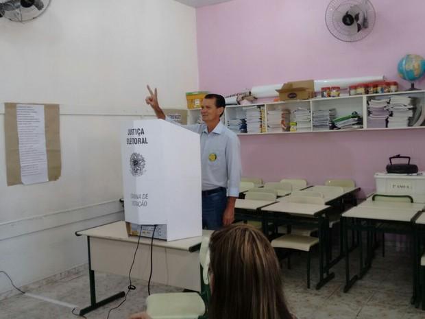 O Raul Gonçalves (PV)  votou na manhã deste domingo em Bauru  (Foto: Carolina Abelin/ TV TEM)