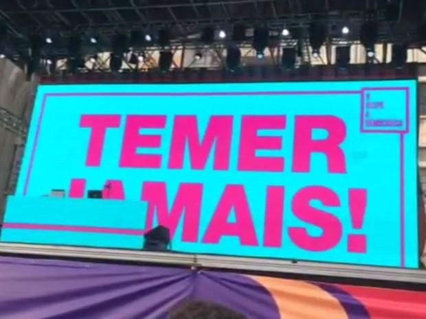 Show de Criolo teve mensagem contra o governo no telão (Foto: Cauê Muraro/G1)