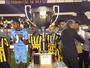 Curtinha: Voltaço expõe troféu da Taça Rio ao público em shopping