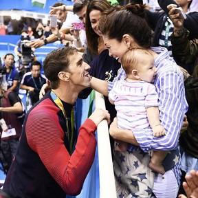 Michael Phelps e Nicole Michele Johnson e o filho do casal, Boomer Phelps (Foto: Reprodução/Instagram)
