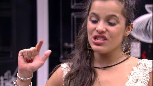Emilly discute com Roberta e aumenta o tom: 'Atitudes de descaso'
