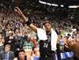 Com Paul Pierce ovacionado, Celtics batem Clippers e colam na liderança