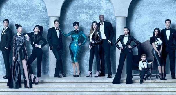 EM 2011 ar sombrio e Kris Jenner arrasando no look de paetês verdes (Foto: Reprodução)