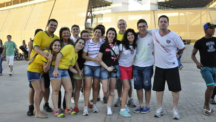 Turistas na Arena Pantanal (Foto: Robson Boamorte)