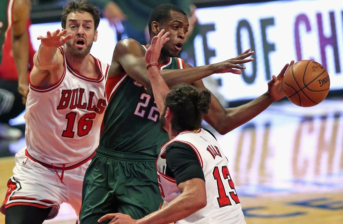 Pau Gaol e Joakim Noah Bulls x Bucks NBA (Foto: Getty)