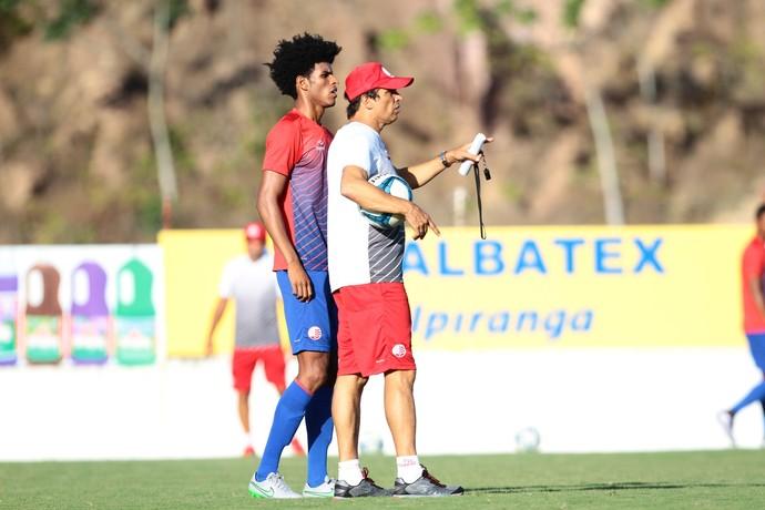 Milton Cruz e Ewerton Páscoa Náutico (Foto: Marlon Costa/ Pernambuco Press)